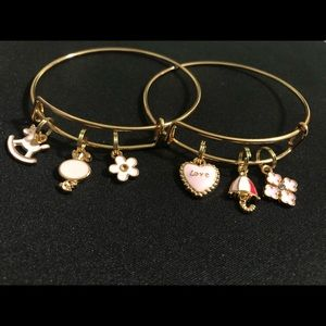 Jewelry - Gold expandable bangles